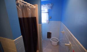 Bathroom with shower/bath combo