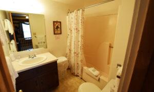 Full bath between bedrooms