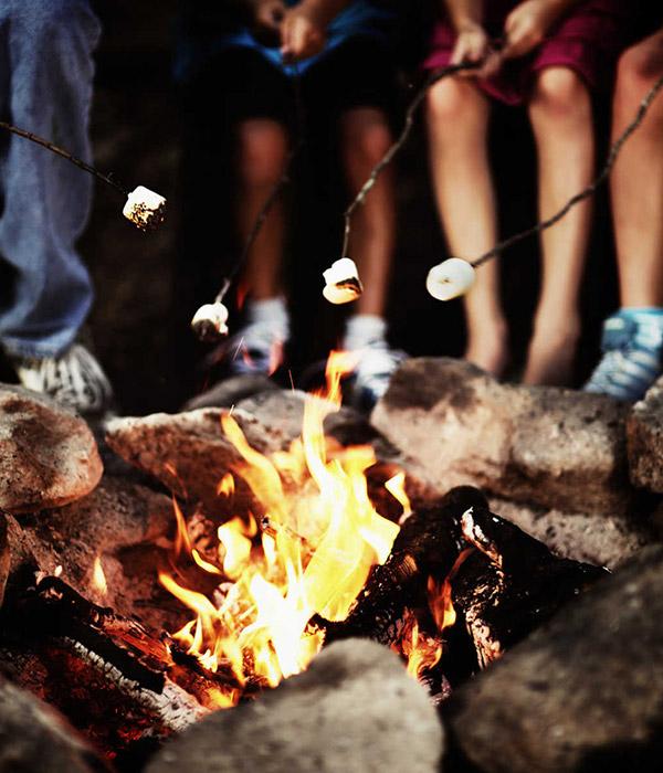 Campfire sing-along at Graves Mountain Farm & Lodges