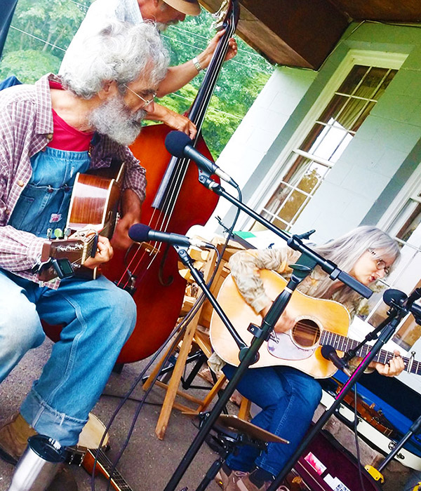 Bluegrass Trio on the Mountain - Smokin' Trout at Graves Mountain